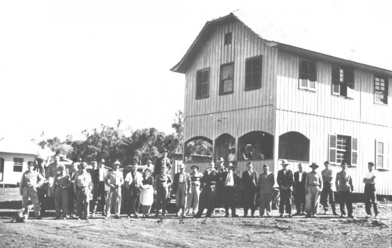 Primeiro cinema em General Rondon, localizado a Rua Paraná, entre as ruas 12 de Outubro e Colombo, de propriedade de  Edmundo Fagundes de Brito, com inaugurantes, em 1961.
