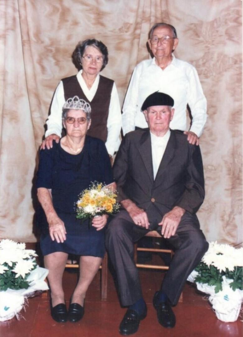 Bodas de Diamante (60 anos de casamento) do casal Mathilde (nascida Bisnfeld) e Benno Lagemann comemoradas em 20 de abril de 2000, com o casal Norma e Alberto Alberto Lamb.