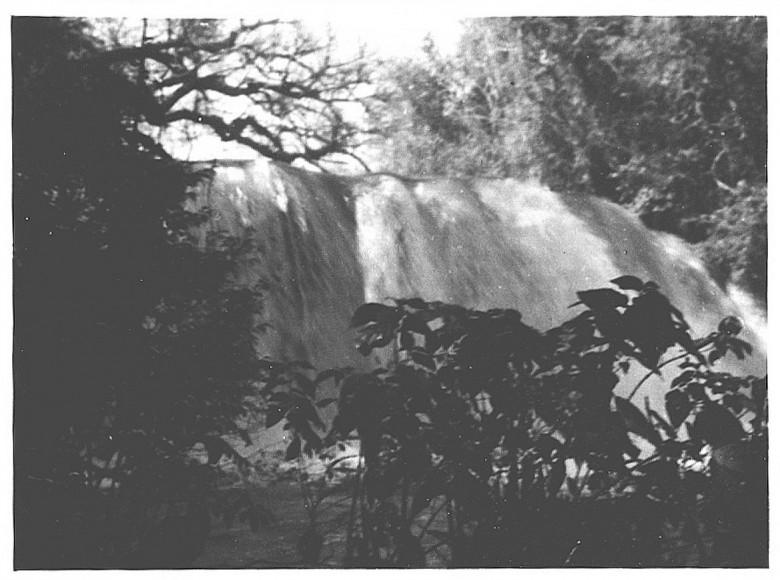 Queda d'agua da usina no rio Guaçu, no atual distrito de Novo Sarandi, no município de Toledo, em 1955.