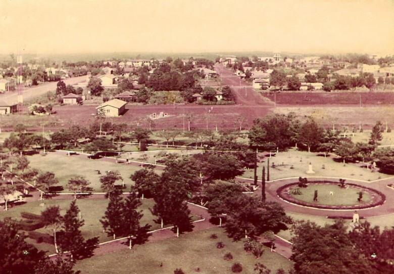 Praça Willy Barth na cidade de Marechal Cândido Rondon, em 1969.