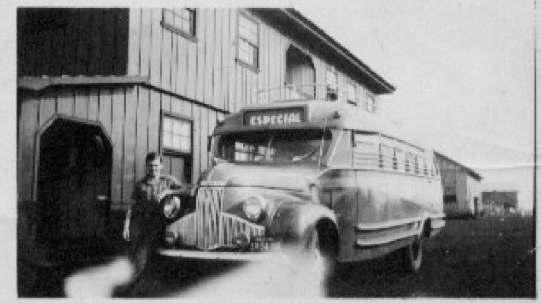 Transporte coletivo de ônibus, em 1965.