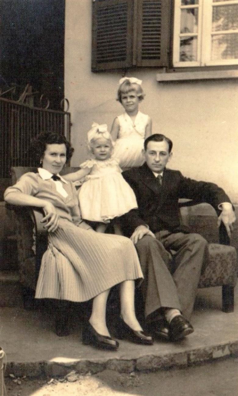Casal Norma (nascida) Pöttker) e Arlindo Alberto Lamb com as filhas Ledi e Mirta.