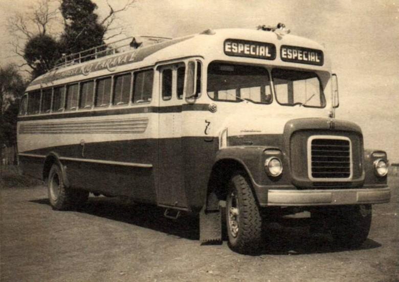 Ônibus (marca International) da Empresa Rio Paraná, de propriedade de Arlindo Alberto Lamb e irmãos.