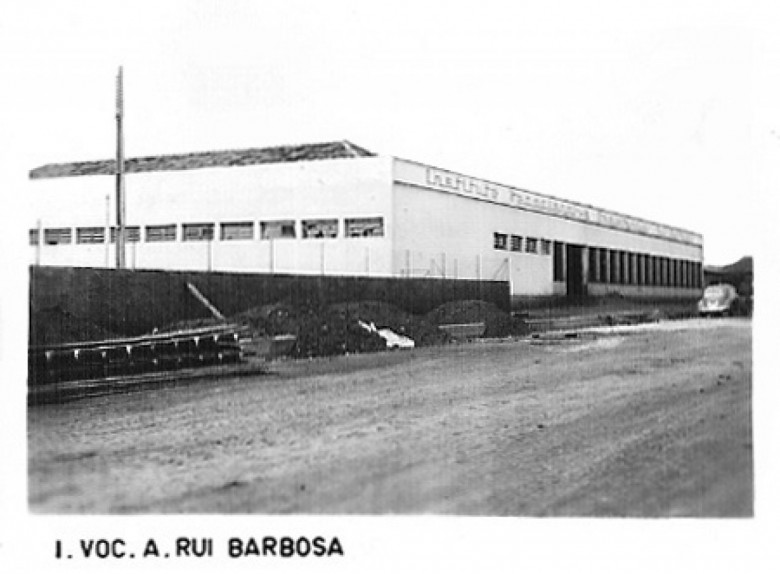 Colégio Vocacional Rui Barbosa. 1980.