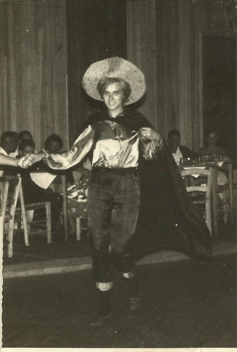 A jovem pioneira Nercy Ritter, aos 17 anos, participando de Carnaval no então Salão Wayhs.