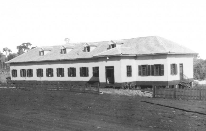 Hospital e Maternidade Filadélfia pronto, vista da entrada principal, em 1954.