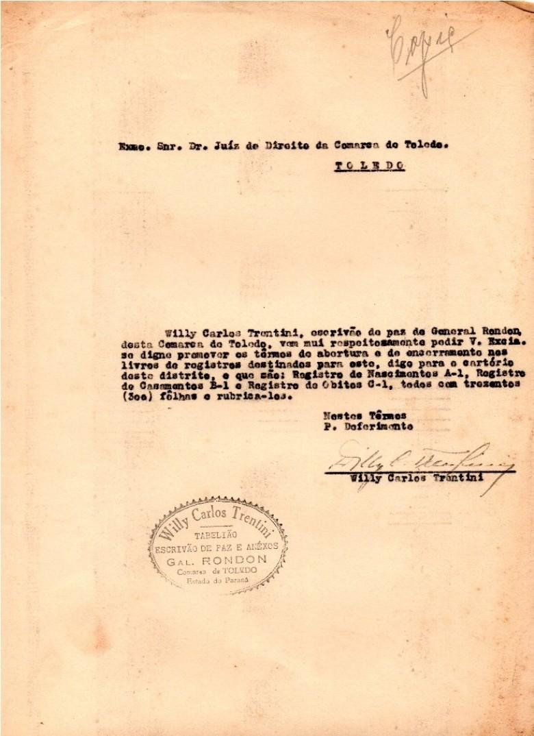 Cópia do expediente do então escrivão de Paz Willy Carlos Trentini dirigido ao juiz de direito da Comarca de Toledo para proceder os termos de abertura, de encerramento e rubrica de páginas de livros cartoriais.