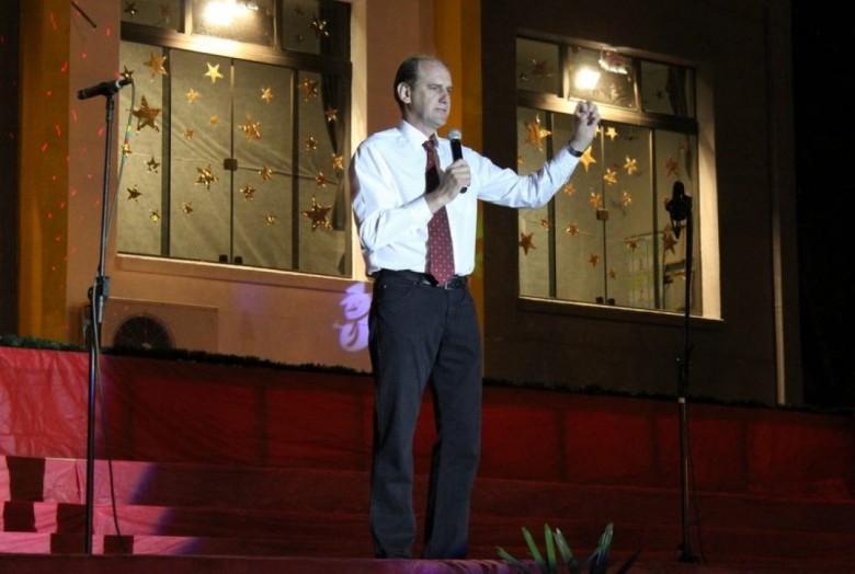Pastor Ildemar Kanitz, diretor do Colégio Evangélico Martin Luther fazendo abertura de