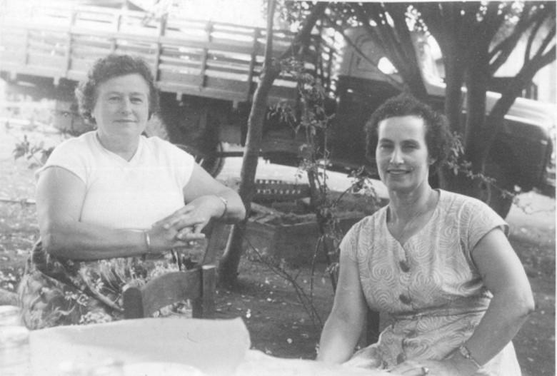 Amigas da D. Ingrun Seyboth, no Max Lindenau, em Vila Margarida, em 1960.