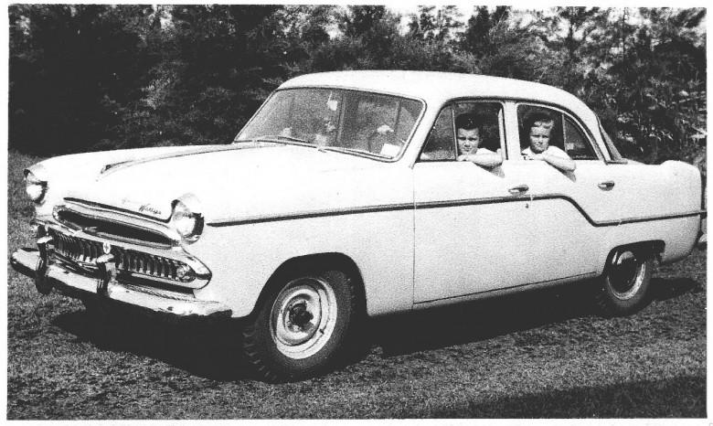 Matias e Pedro, filhos do casal Ingrun e Dr. Friedrich Rupprecht Seyboth,  no Aero Willys da família,  em 1962.