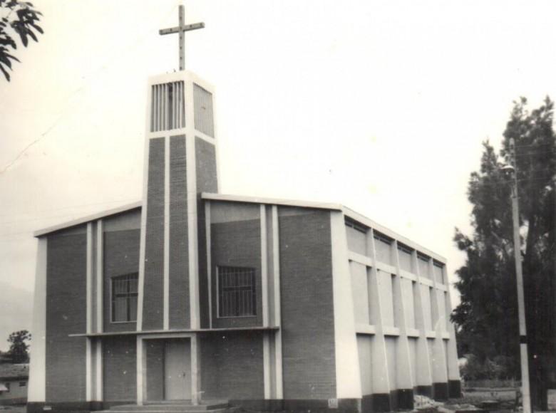 Atual igreja da Comunidade Evangélica Luterana Cristo, na sede municipal de Marechal Cândido Rondon, por logo após a sua conclusão.