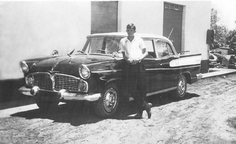 Heitor Brenner e seu Sinca Chambord, em 1964.