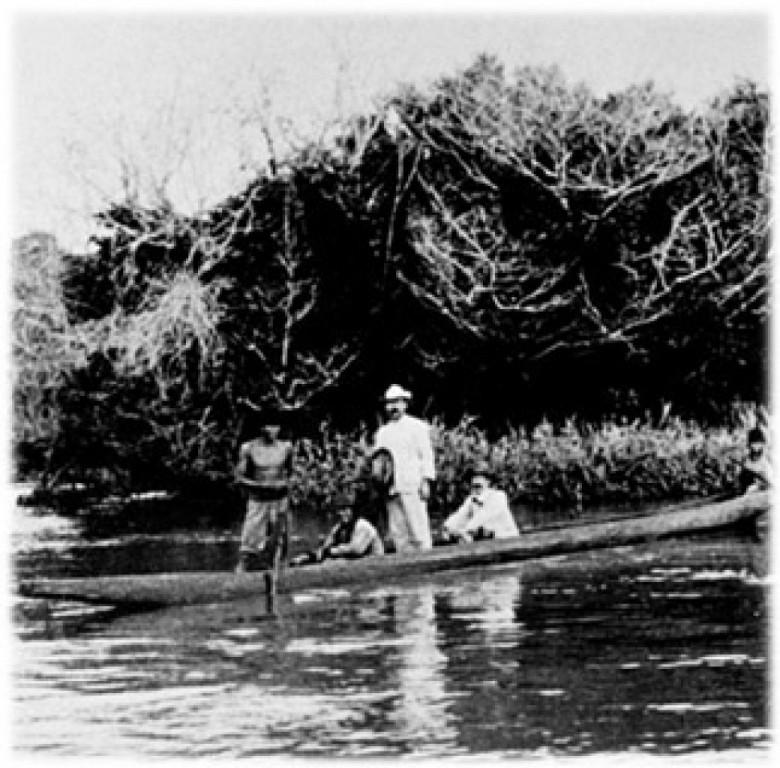 Dr. Adolfo Lutz com Heráclides César de Souza Araújo na foz do Rio Piquiri, no Rio Paraná, em 1918.  Imagem: Acervo Instituto Adolfo Lutz - São Paulo