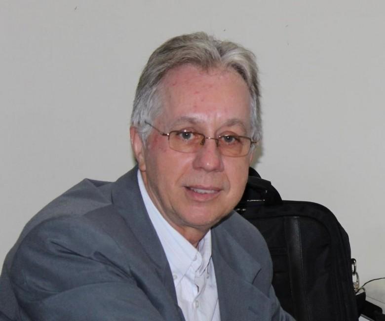 Professor Tarcísio Vanderlei um dos autores da obra