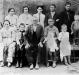 Primeira foto do casal italiano imigrante Rosa (nascida Gazolla) e Giovani Bendo com os filhos e netos, no Brasil.