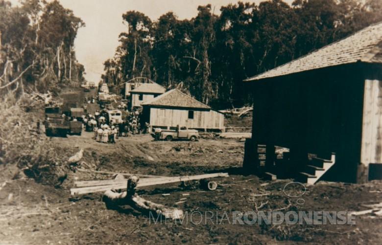 Construção das primeiras moradias em Maripá, em 1953. Imagem: Acervo da Prefeitura local - FOTO 5 -
