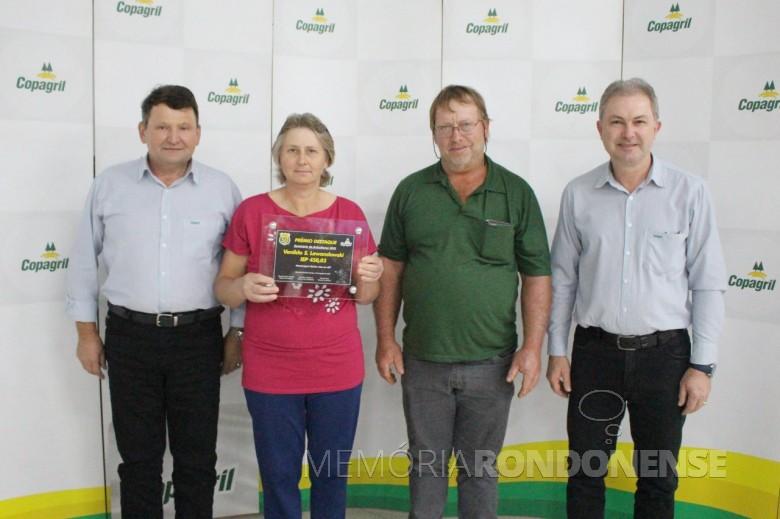 Produtora Venilda Schragle Lewandoski e esposo Tadeu, de  Marechal Cândido Rondon,  1º lugar na categoria