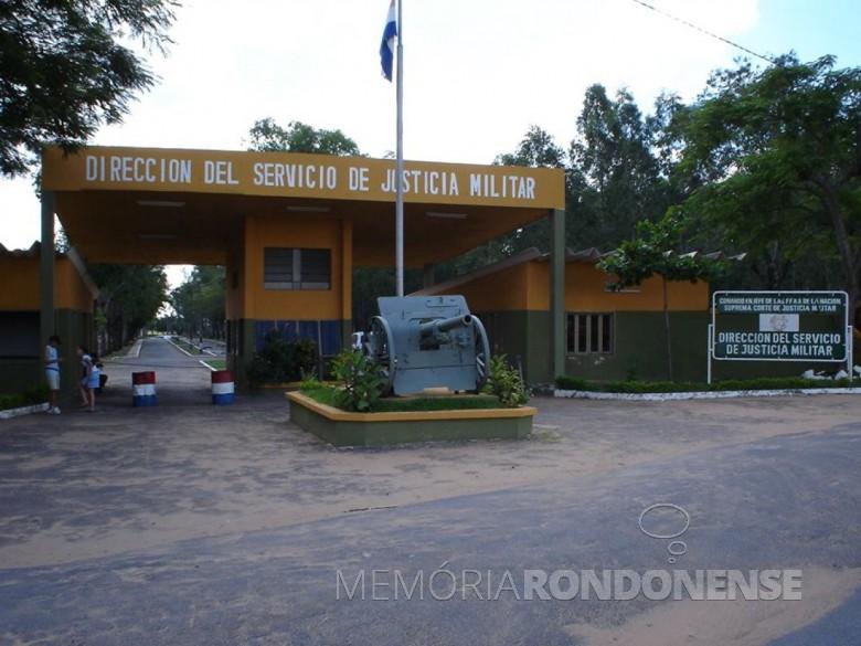 Acesso principal da prisão na cidade de Assunção onde estava detido Cel. Lino Oviedo.  Imagem: Acervo e Crédito de Jadir Zimmermann - FOTO 6 -