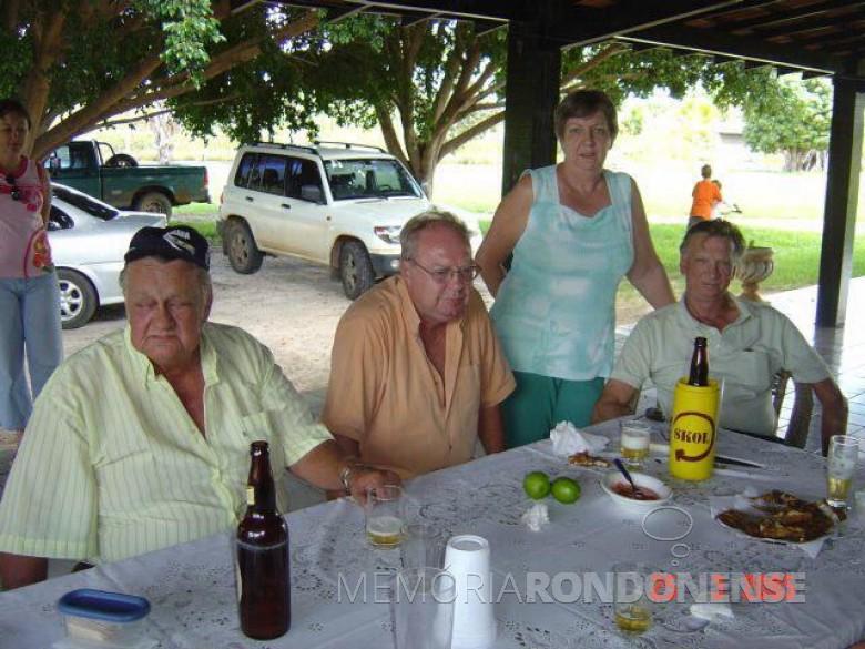 Pioneiro rondonense Nelson Strenske (e), com os irmãos Haari que casou-se com  Rusch, Lizelotte que casou com Romito Graebin e Guido com Neiva Lemke. Imagem: Acervo de Haari Strenske - FOTO 6 -