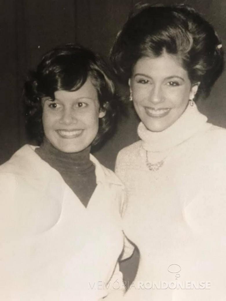Candidata rondonense Hanelore Hoppe com a atriz Sandra Bréa, na disputa da Rainha da Soja do Paraná, em 1976.  Imagem: Acervo pessoal - FOTO 4 -