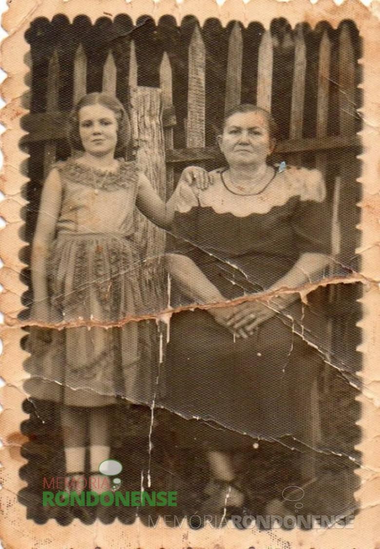 Catarina Michaud Witeck fotografada em companhia de sua neta Semilda Gauer, na cidade de Peritiba (SC), na década de 1940.  Imagem: Acervo Izoldi Witeck Adams - FOTO 3 -