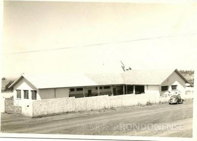 Atual prédio da Escola Municipal Jean Piaget construído na década de 1980, pelo Governo do Estado.  Imagem: Acervo Escola Municipal Jean Piaget - FOTO 3 -