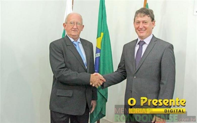 Ari Maldaner (e) e Jones Heiden (d), empossados para um novo mandato de vice-prefeito e prefeito do município de Entre Rios do Oeste, respectivamente. Imagem: Acervo O Presente Digital Crédito: Mayara Schaffner - FOTO 6 -