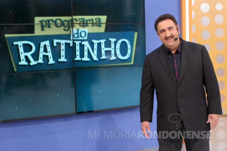 Apresentador Carlos Massa (Ratinho)  no estúdio do SBT, no Programa do Ratinho.  Imagem: Observatório da Televisão - FOTO 11 -