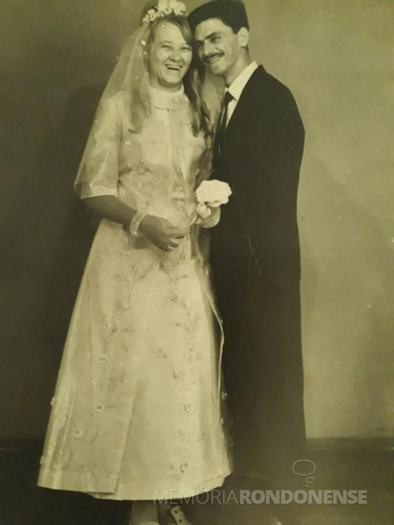 Os jovens rondonenses Dulci Dickel e Atílio Debona que se casaram em final de fevereiro de 1970.  Imagem: Acervo da Família - FOTO 3 -
