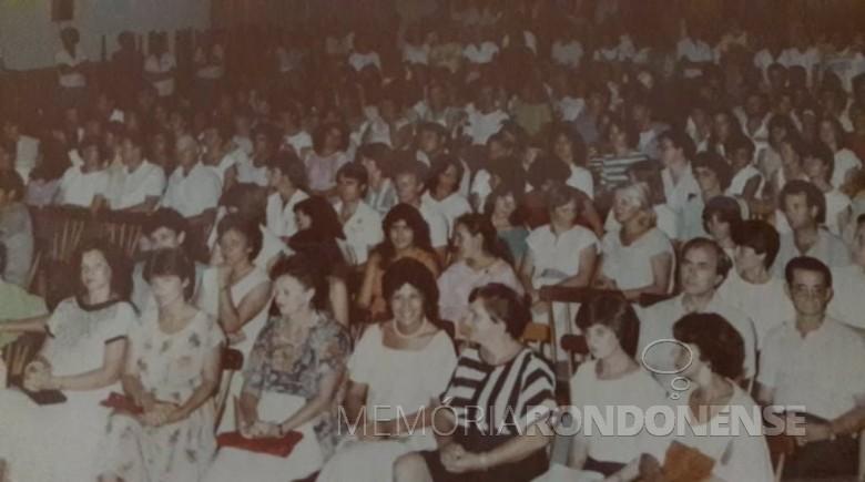 Vista do público que prestigiou o lançamento do livro