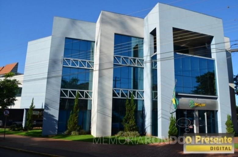 Sede administrativa da Sicredi Aliança PR/SP, em Marechal Cândido Rondon, que começou a ser construída em março de 2006. Imagem: Acervo O Presente Digital - FOTO 4 -