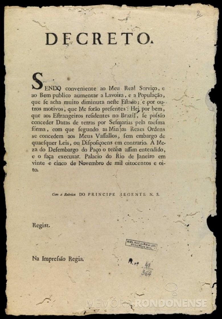 Decreto joanino que autorizou a estrangeiros de serem proprietários de terras no Brasil.  Imagem: Acervo Biblioteca Brasiliana Guita e José Midlin - FOTO 2 -