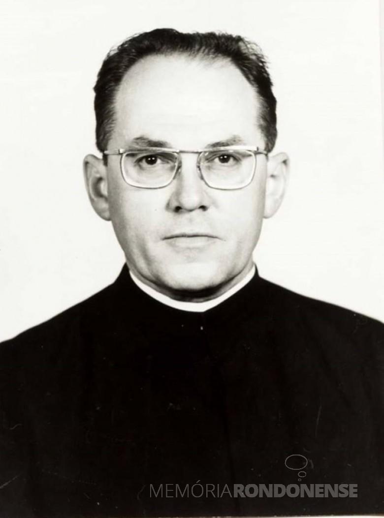 Padre Hans Lamprecht SVD, assumiu como  4º vigário da Igreja Matriz Sagrado Coração de Jesus, em 1977.   Imagem: Acervo Miguel Fernandes Reichert.