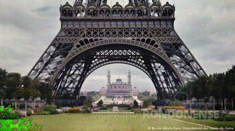 Torre Eiffel, de 1911 - uma das primeiras fotografias do projeto