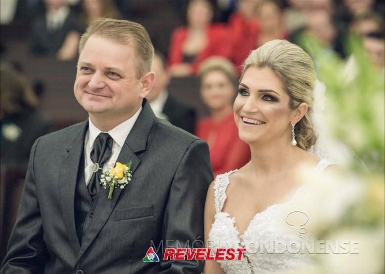 Roberto Afonso Thomé (Beto) e Luciara Port que se casaram no dia 21 de maio de 2016.  Imagem: Acervo do casal - FOTO 4 -