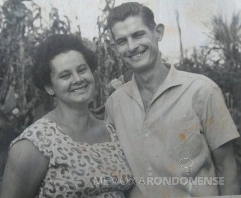 Casal pioneiro Helena e Willibaldo Hoppe que chegou em Porto Mendes, em abril de 1961.  Imagem: Acervo Lore Hoppe - FOTO 2 -