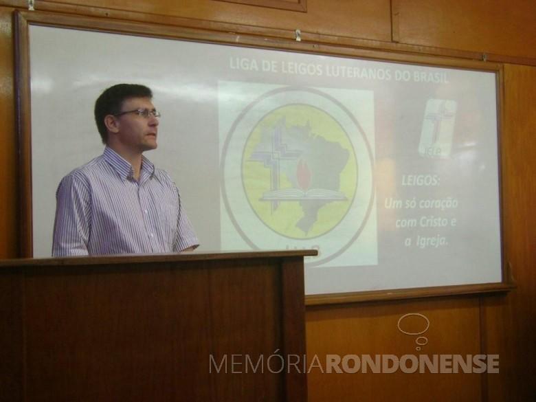 Pastor Emerson Zielke que assumiu a direção do Colégio Luterano Rui Barbosa, em 18 de agosto de 2014.  Imagem: Acervo reijesusnh.blogspot.com.br - FOTO 7 -