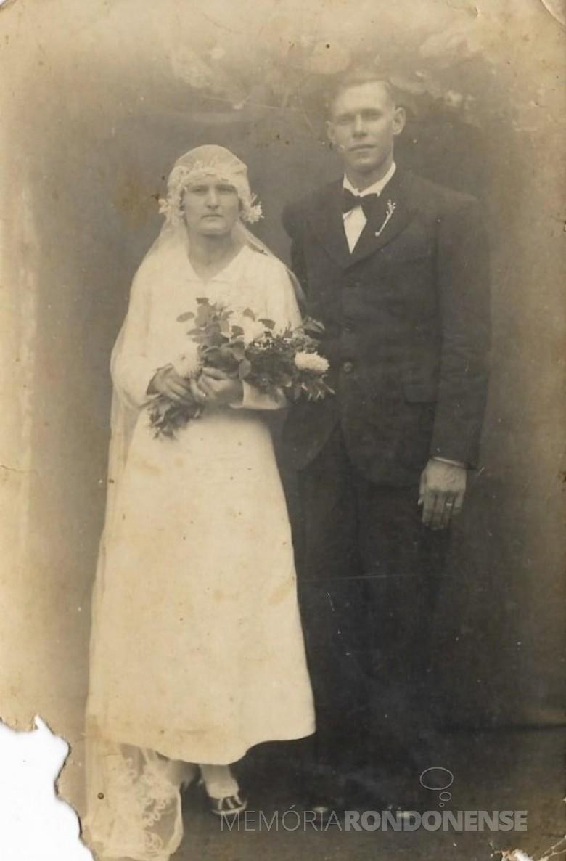 O casal pioneiro rondonense Rosa Olga Schmidtke e Guilherme Frederico Balkau que se casou em janeiro de 1939.  Imagem: Acervo da família - FOTO 24