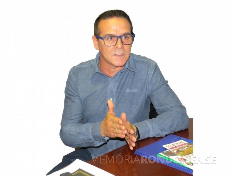 Edson Luiz Decheci, sul-mato-grossense,  natural de Campo Grande, que assumiu a direção de negócios da Sicoob Marechal, em setembro de 2019. ]  Imagem: Acervo O Presente - FOTO 17 -