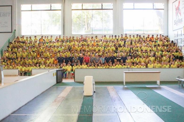 Crianças atendidas pela AACC na área esportiva na comemoração de encerramento das atividades de 2019. Imagem: Acervo AACC - FOTO 11 --