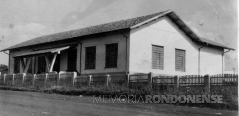 Prédio na cidade de Toledo, de propriedade da colonizadora Maripá, que abrigou na cidade a primeira agência do Banco do Brasil, localizado à Rua Guarani. Imagem: Acervo Adair Krolow - Curitiba - FOTO 2 -