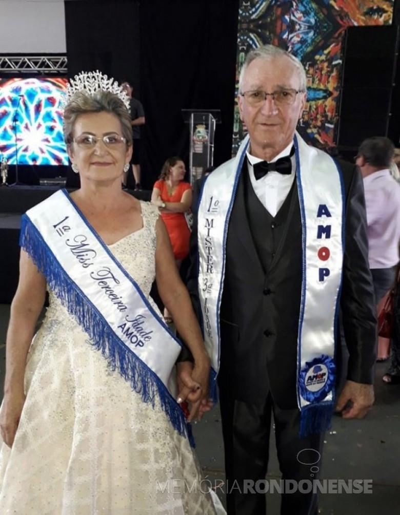 Casal Maria Tavares e Ivo Bohrer, de Diamante do Oeste, eleitos miss e Mister AMOP, em final de outubro de 2019. Imagem: Acervo Projeto Memória Rondonense - FOTO 8 -