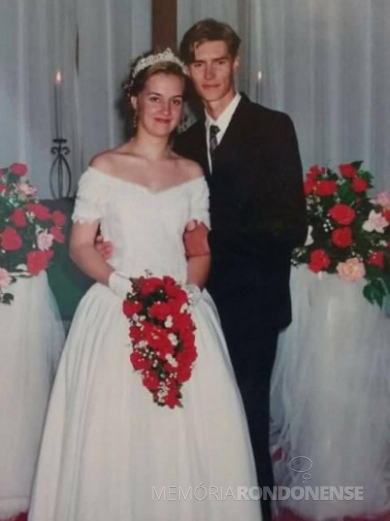 Giane Trapp e Alexandre Bechtold que casaram em agosto de 2002.  Imagem: Acervo do casal  - FOTO 7 -