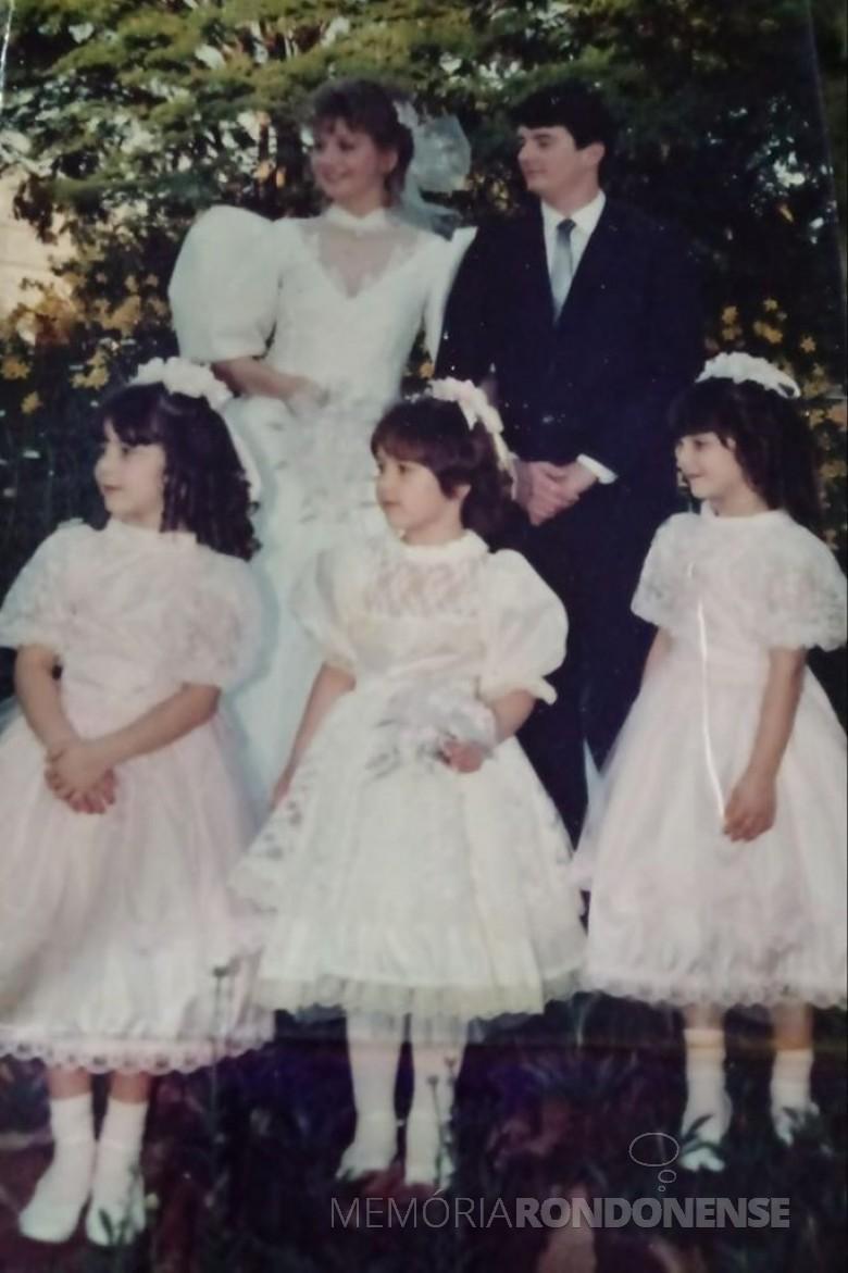 Os jovens rondonenses Karen Magele Rockenbach que se casaram em outubro de 1985, com as aias Simone, Leila e Tatiane, filhas do casal Celia (nascida Limberger) e Darvil Zanchet. Imagem: Acervo pessoal - FOTO 9-