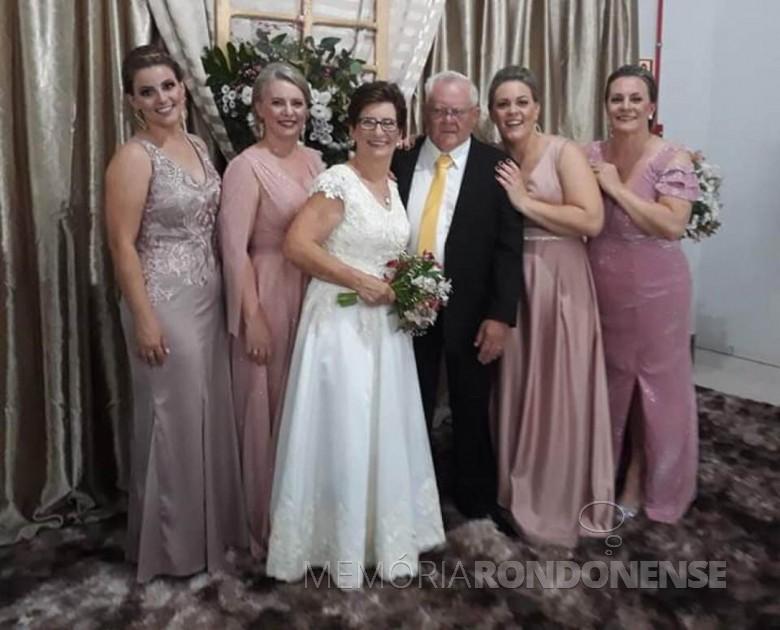 Casal Romilda e Bruno Siebeneichler com suas quatro filhas, em começo de janeiro de 2020. Imagem: Acervo Lígia Sackser - FOTO 12 -