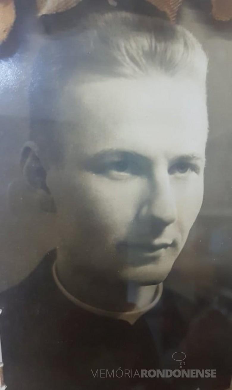 Padre Emilio Backes que assumiu a Paróquia Católica Cristo-Rei, de Entre Rios do Oeste, em janeiro de 1980. Imagem: Acervo Liani Stein - FOTO 3 -