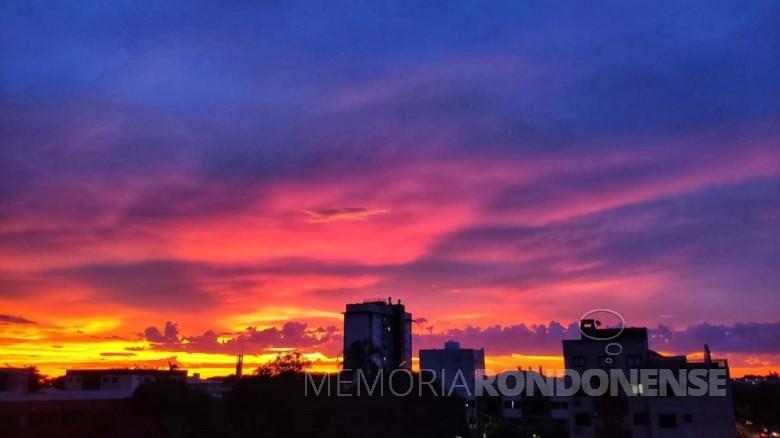 Pôr do sol  na cidade de Marechal Cândido Rondon, em 17 de fevereiro de 2020. Imagem: Acervo Marcos Vinicius Fediuk - FOTO 11 -