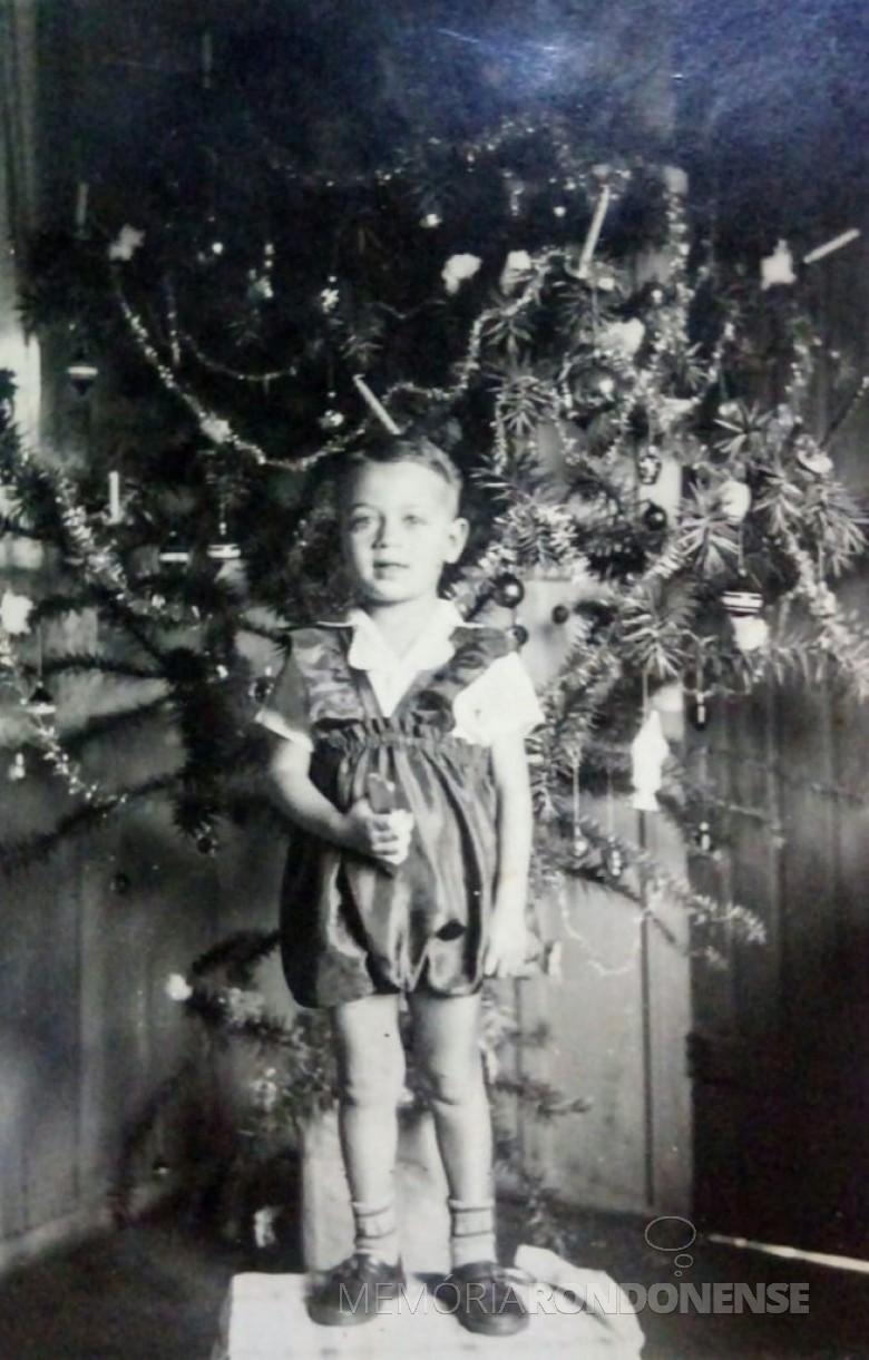 Comunicador Ilário Khel fotografado no Natal provalmente de 1947. Imagem: Acervo Graciela Marques Gonsalves -- FOTO 3 --