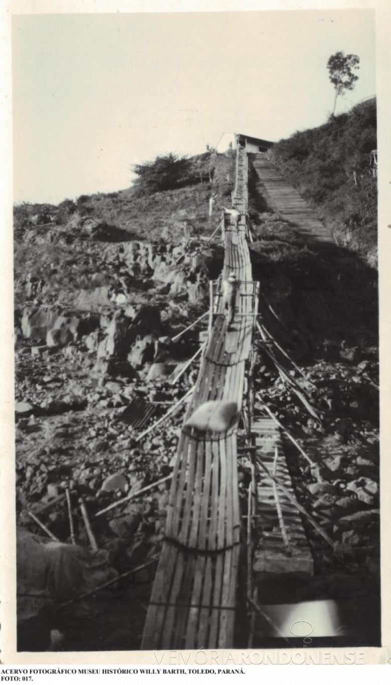 Carregamento de erva-mate no Porto de 12 de Outubro, no Rio Paraná. Imagem: Acervo Museu Histórico Willy Barth - Toledo - FOTO 5 -