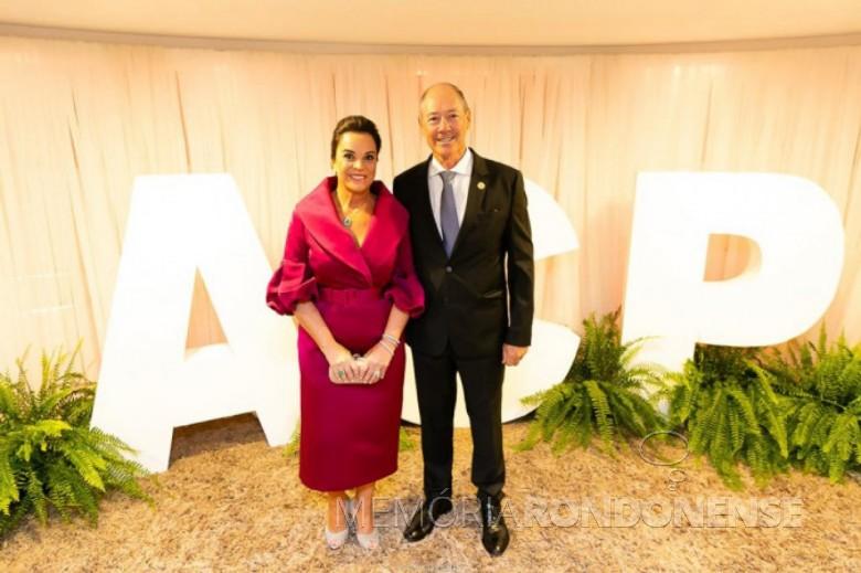 Camilo Turmina e esposa na posse da diretoria gestão 2020-2022 da Associação Comercial do Paraná (ACP). Imagem: Acervo Comunicação ACP - Crédito: Gian Galani - FOTO 7 -